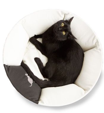 OTI white Cat Bed